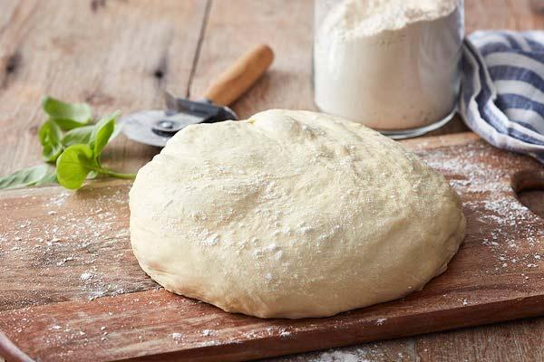 طرز تهیه خمیر پیتزا جادویی