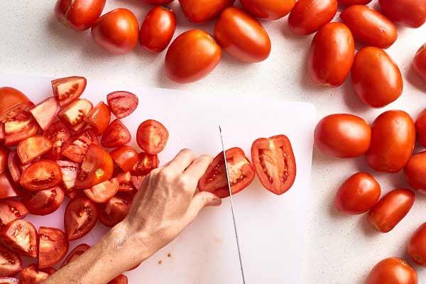 طرز تهیه رب گوجه در آفتاب